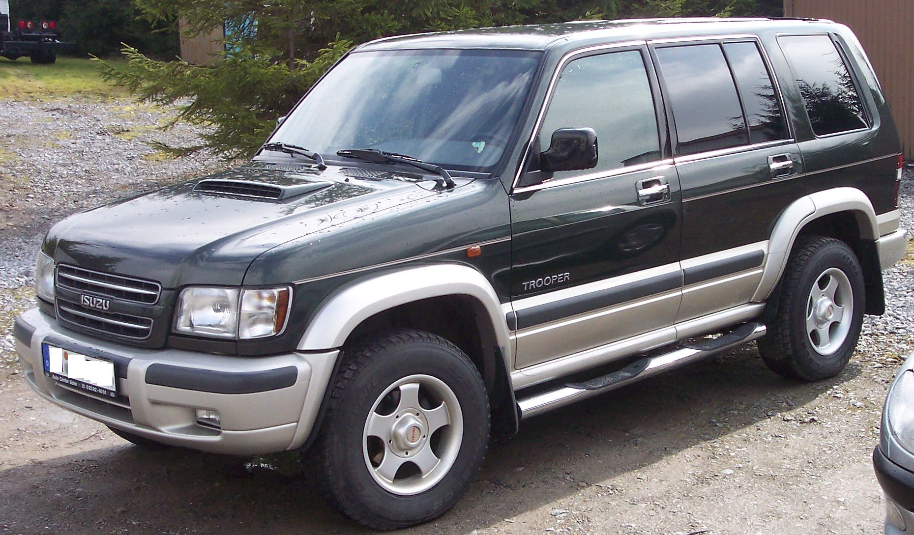 Isuzu Trooper: 4 фото