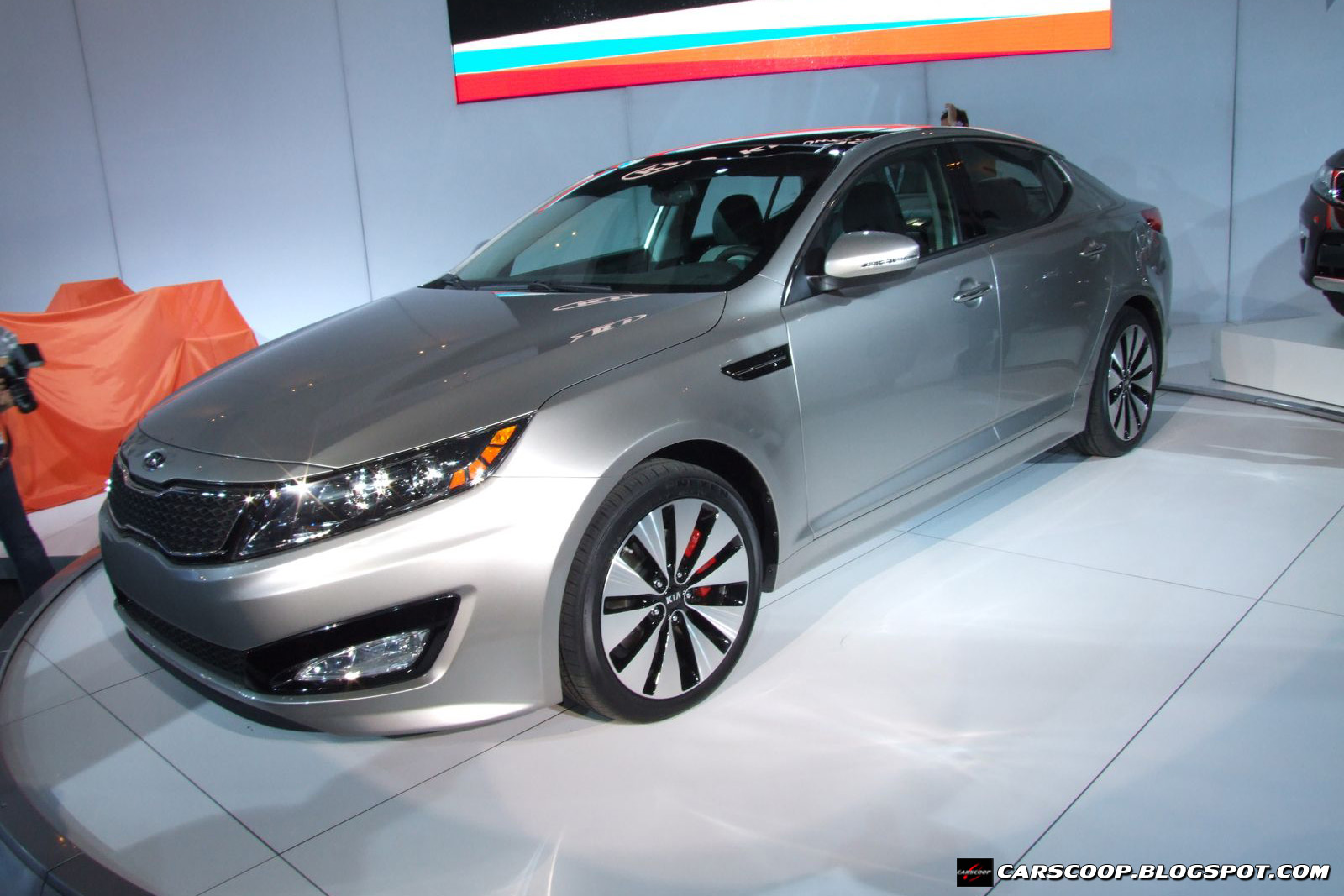 Kia Optima II: 10 фото