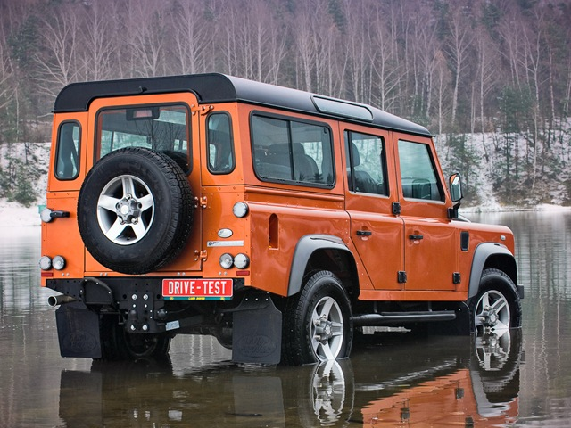 Land Rover Defender 110: 08 фото