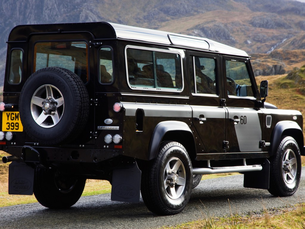 Land Rover Defender 110: 09 фото