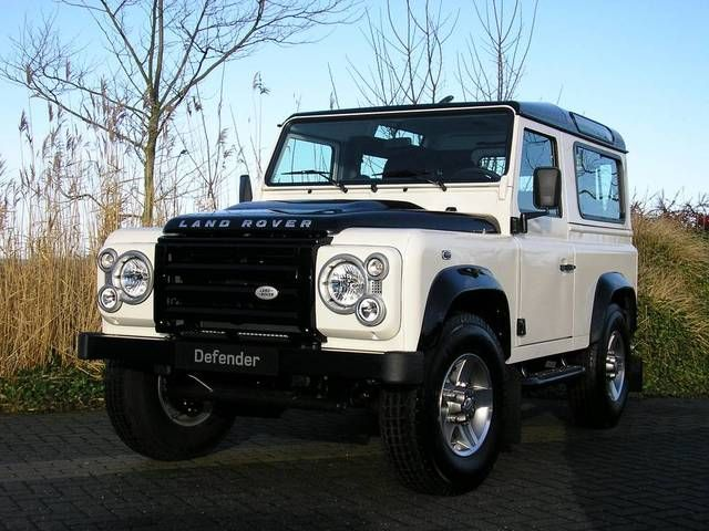 Land Rover Defender 90: 11 фото