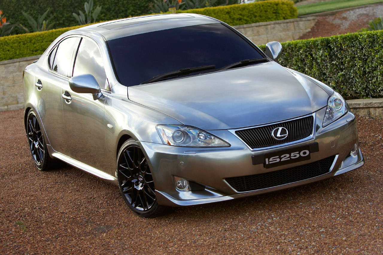 Lexus IS: 2 фото