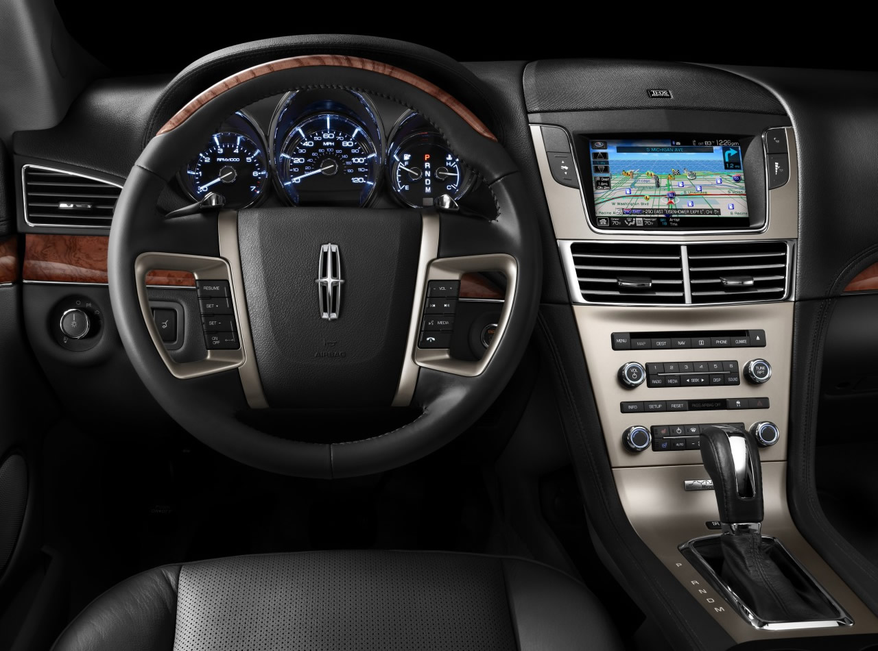 Lincoln MKT: 11 фото