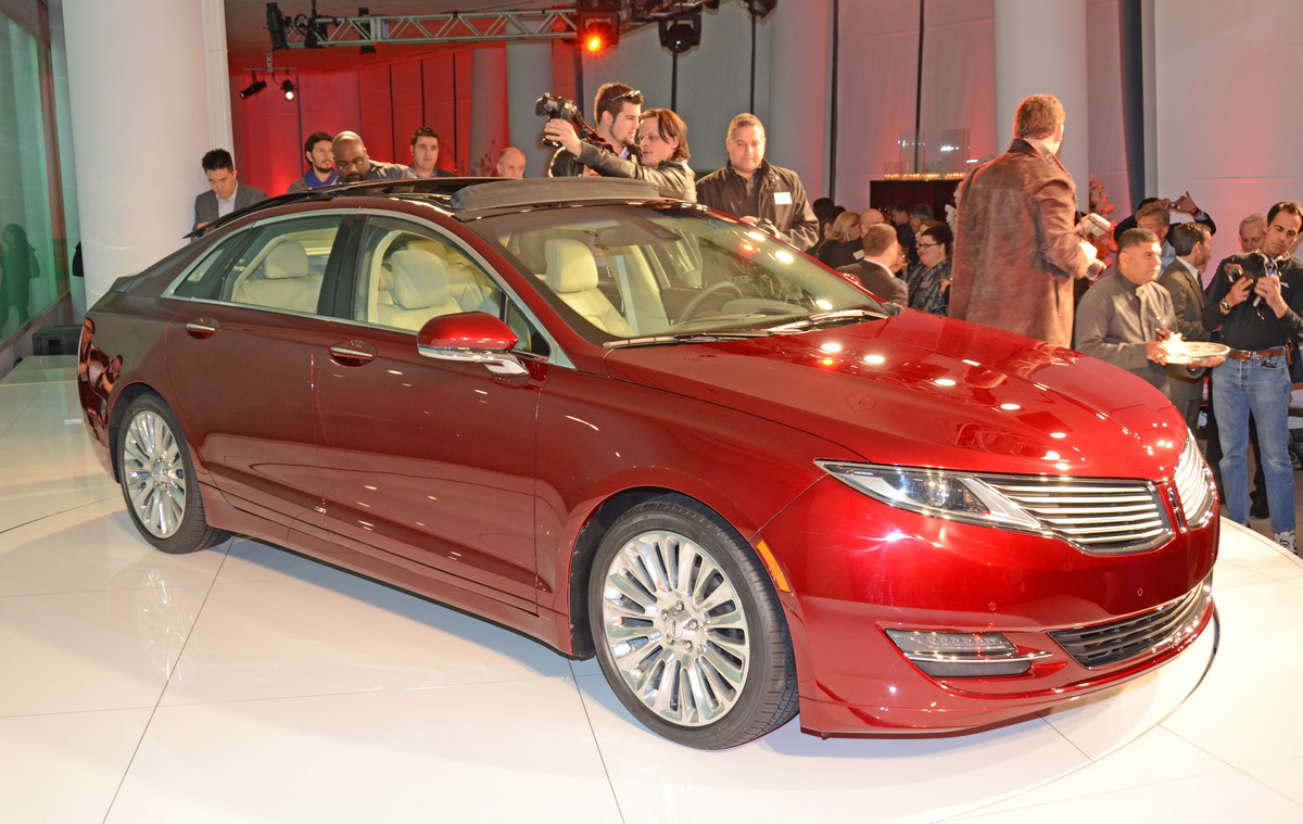 Lincoln MKZ: 06 фото