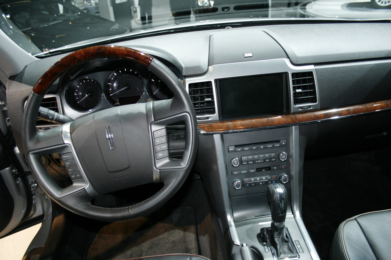 Lincoln MKZ: 09 фото
