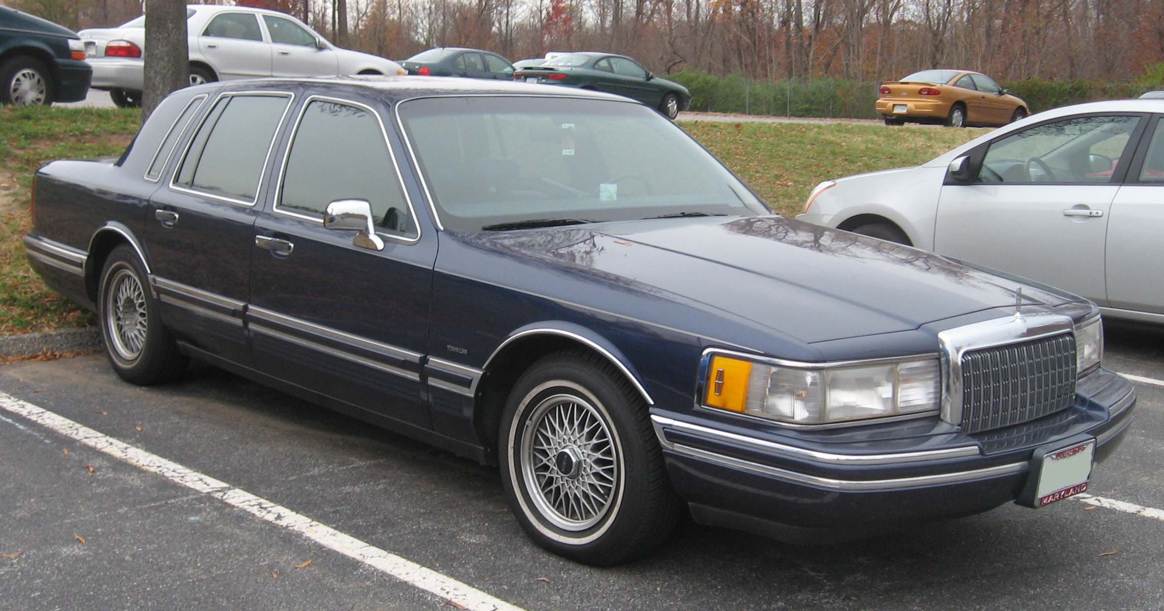 Lincoln Town Car I: 04 фото