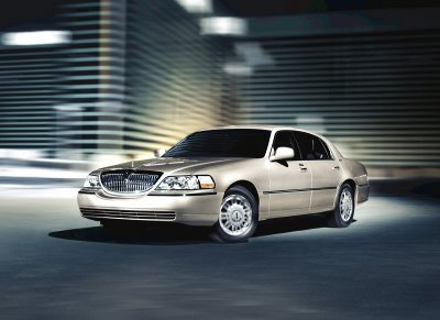 Lincoln Town Car I: 12 фото
