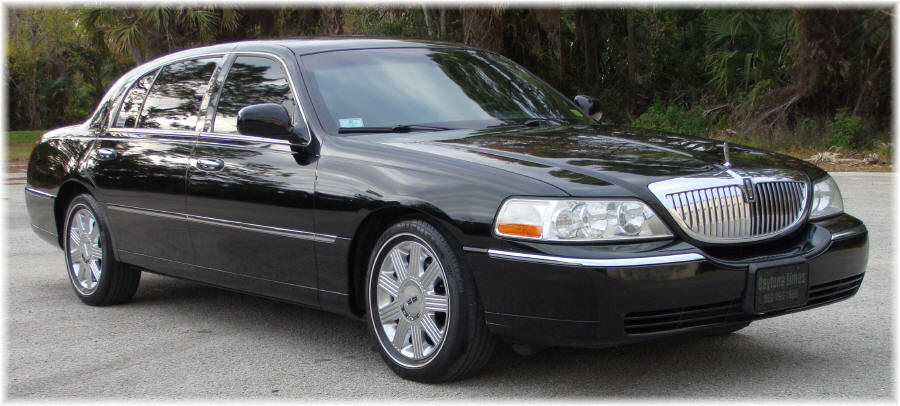 Lincoln Town Car I: 13 фото
