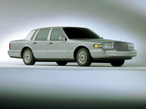 Lincoln Town Car II: 08 фото