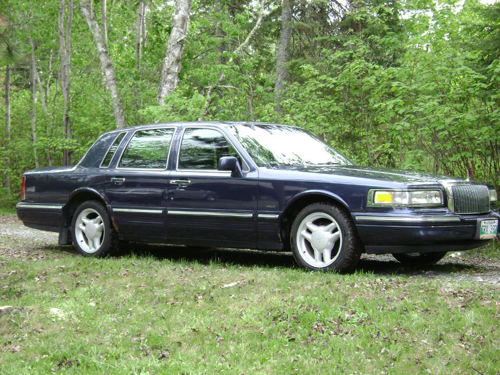 Lincoln Town Car II: 09 фото