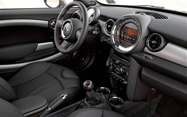 MINI John Cooper Works Coupe: 11 фото