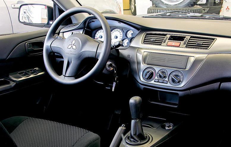 Тест драйв автомобиля Mitsubishi Lancer.