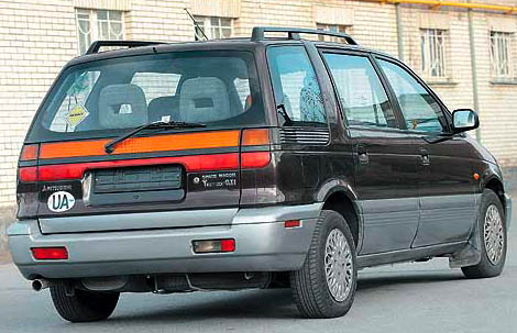 Mitsubishi Space Wagon: 01 фото