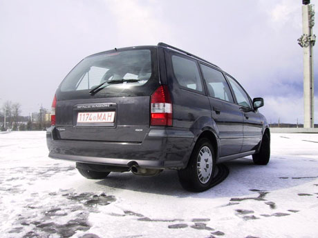 Mitsubishi Space Wagon: 04 фото