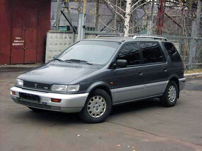 Mitsubishi Space Wagon: 10 фото