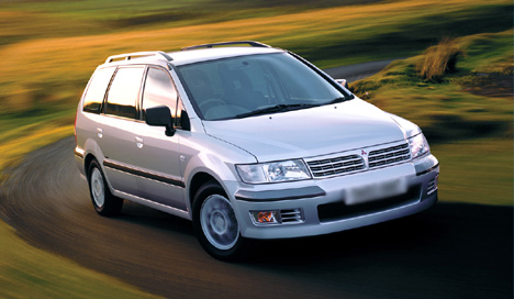 Mitsubishi Space Wagon: 12 фото