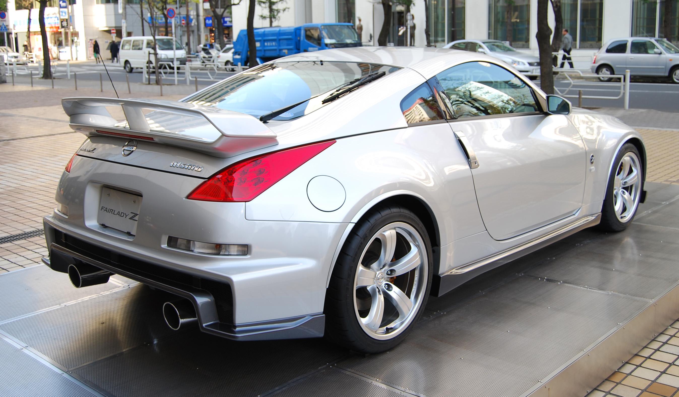 Nissan Fairlady Z: История модели, фотогалерея и список модификаций