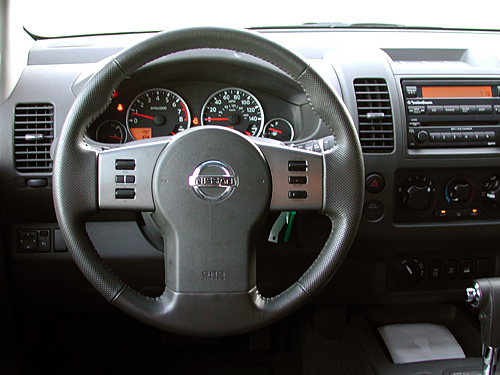 Nissan Frontier I: 05 фото