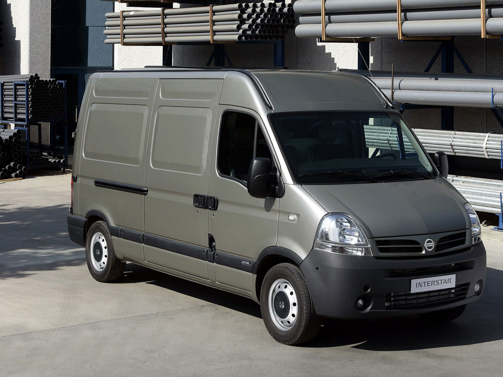 Nissan Interstar: 4 фото