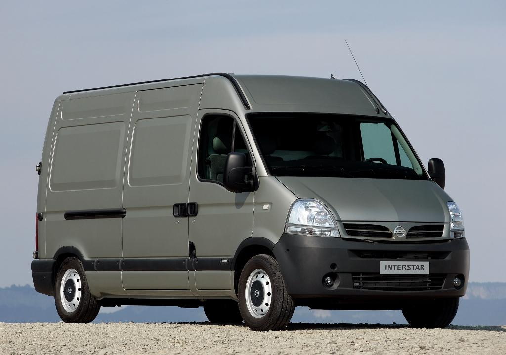 Nissan Interstar: 9 фото