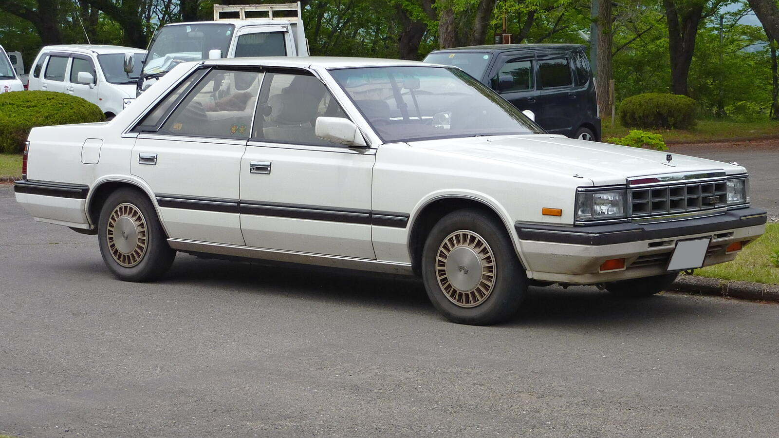 Nissan Laurel C32: 3 фото