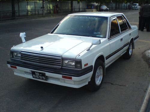 Nissan Laurel C32: 11 фото