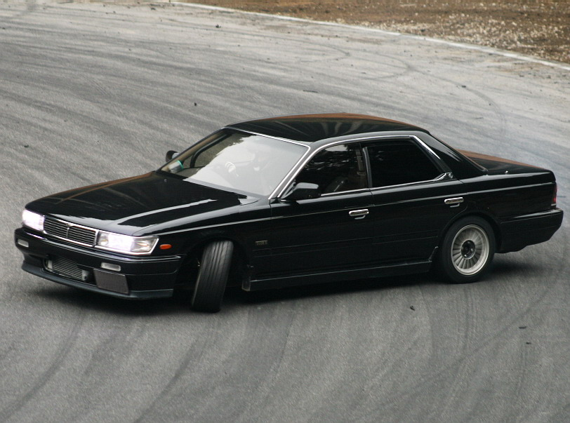 Nissan Laurel C33: 01 фото