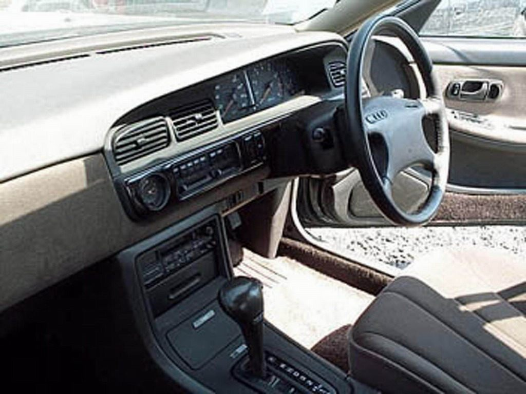 Nissan Laurel C33: 12 фото