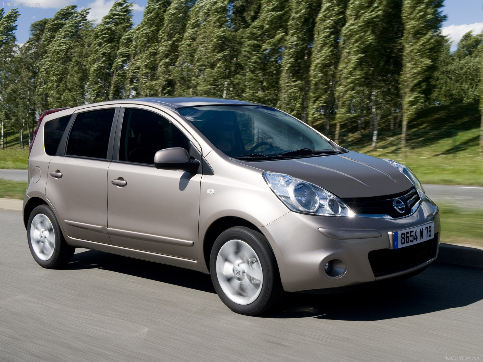 Nissan Note: 6 фото
