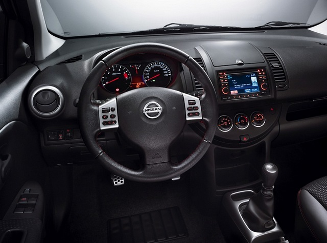 Nissan Note: 7 фото
