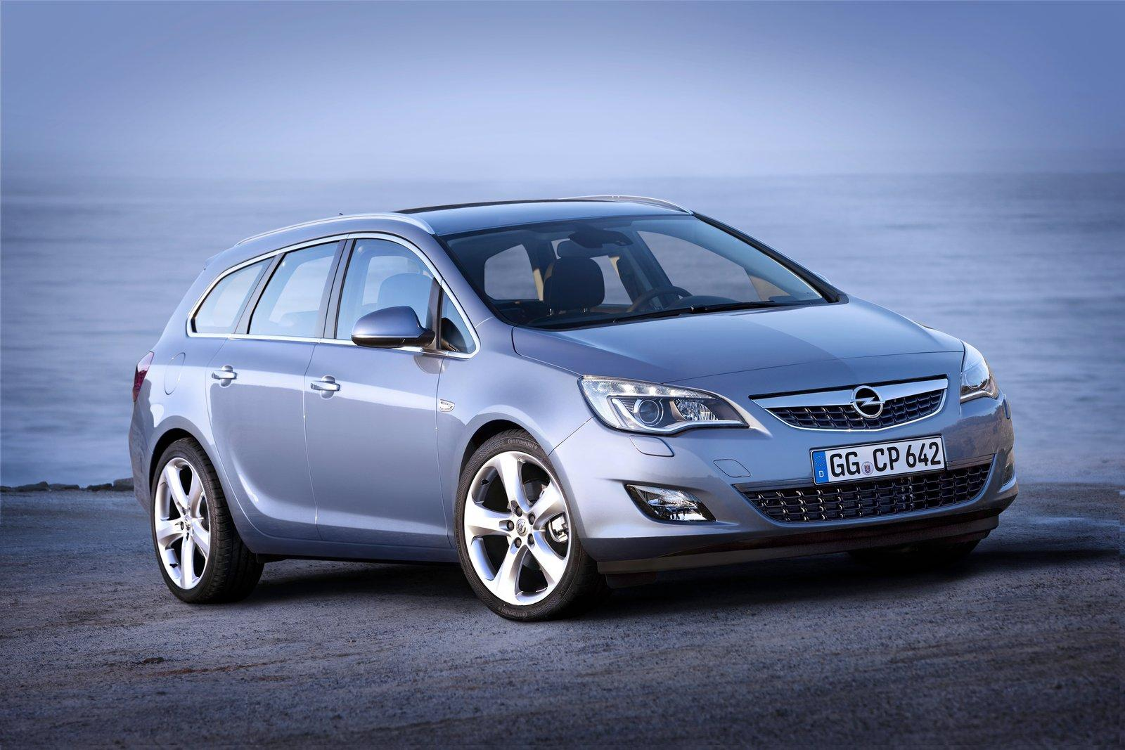 Opel Astra Sports Tourer: 06 фото