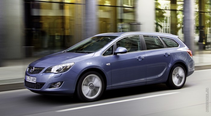 Opel Astra Sports Tourer: 10 фото