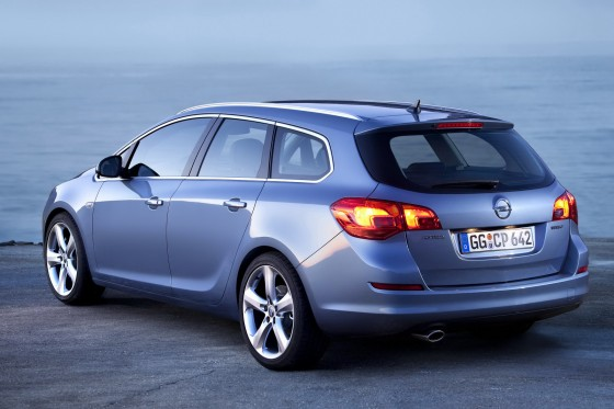 Opel Astra ST: 3 фото