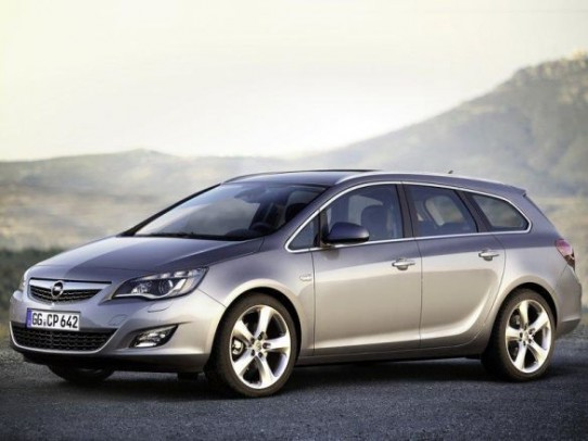 Opel Astra ST: 08 фото