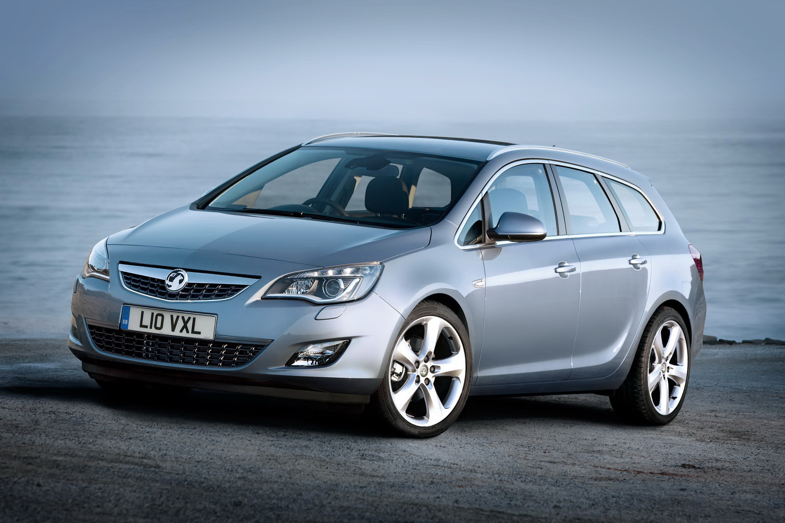 Opel Astra ST: 9 фото