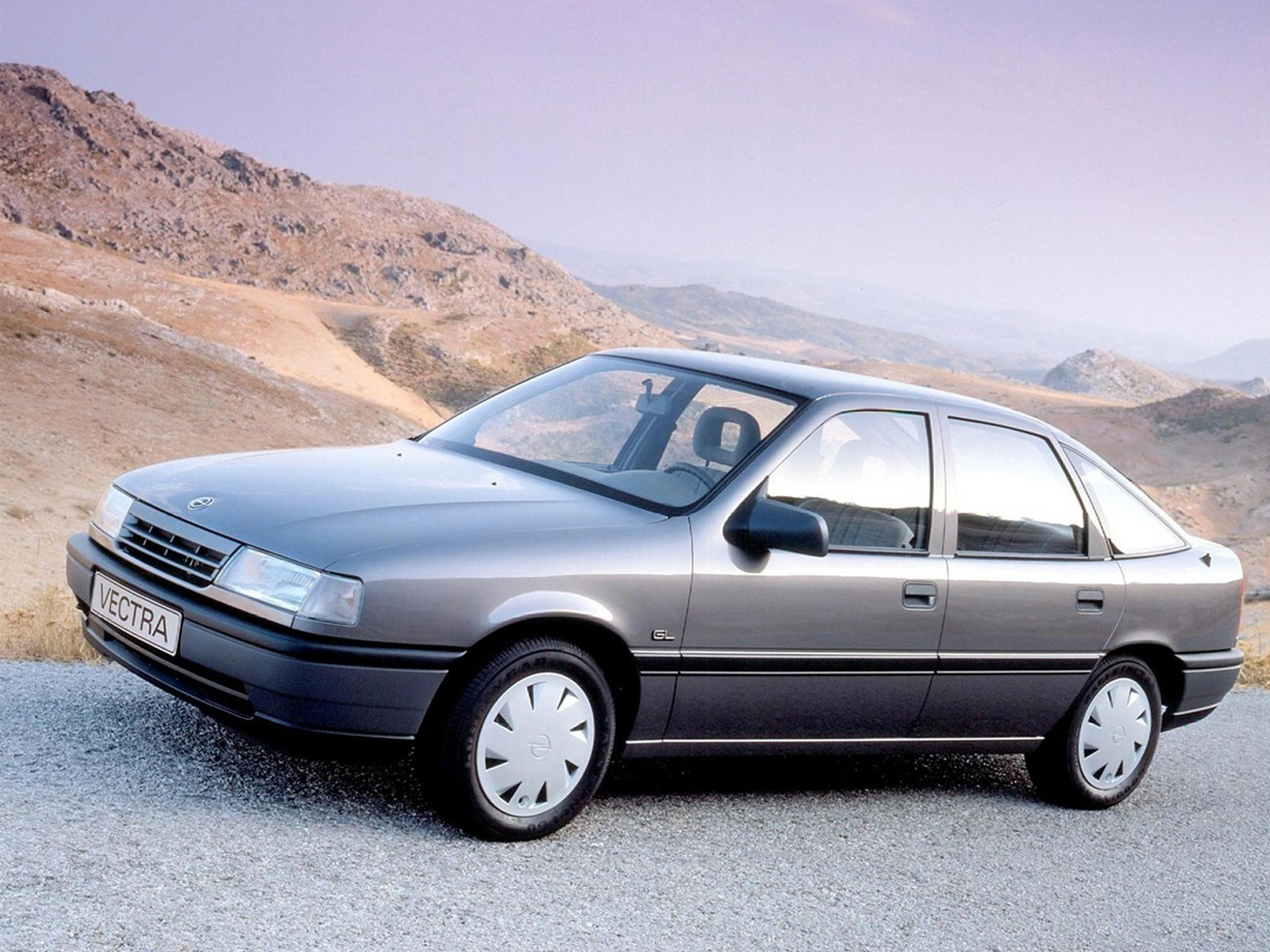 Opel Vectra Hatchback: 04 фото