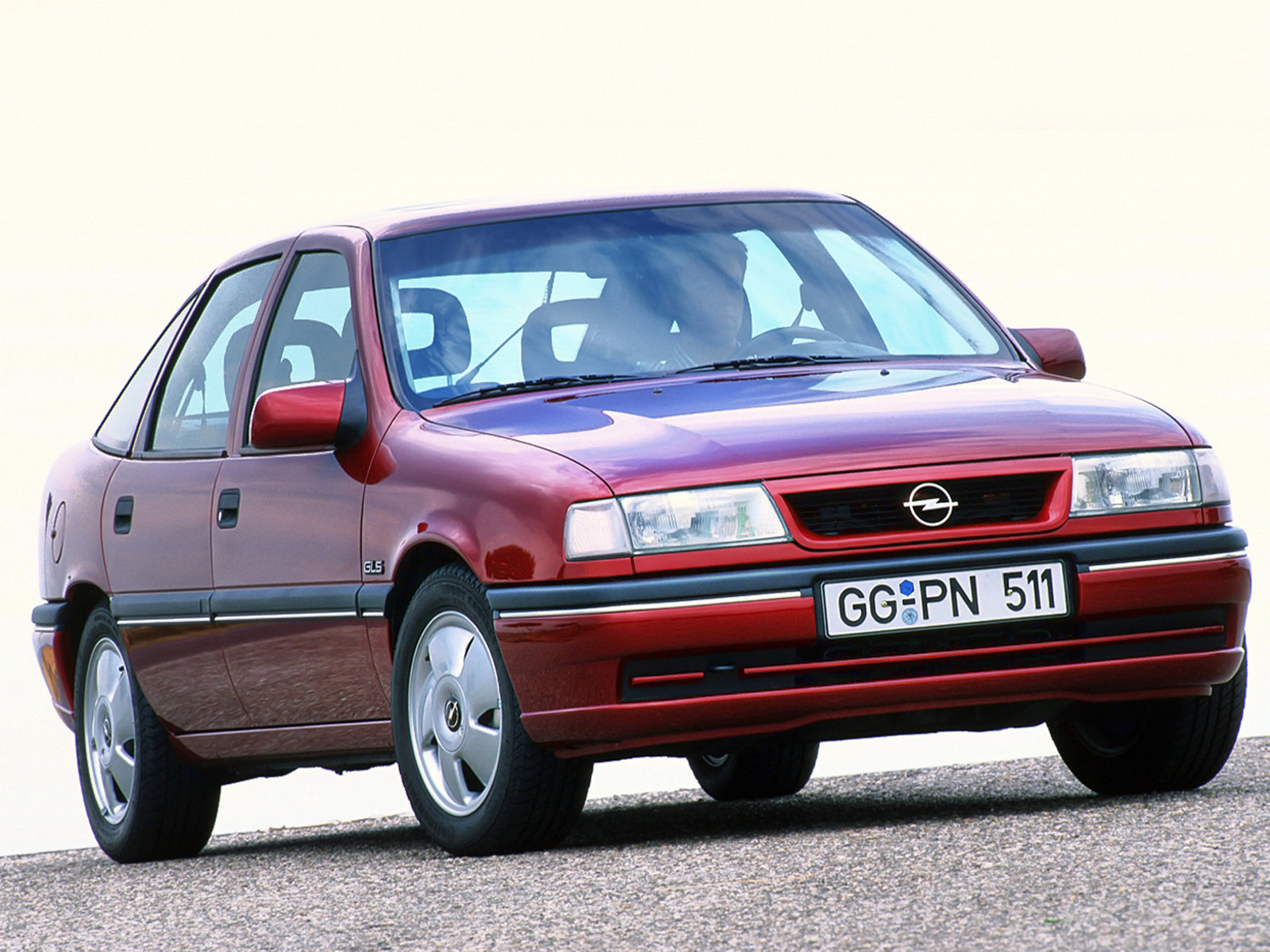 Opel Vectra Hatchback: 08 фото