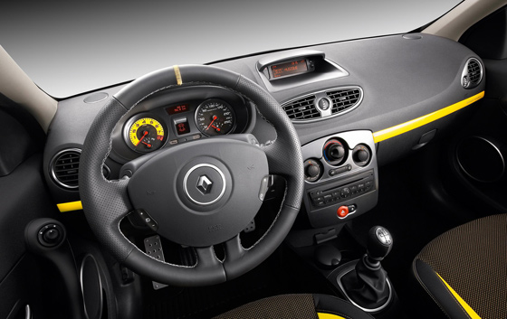 Renault Clio RS: 4 фото
