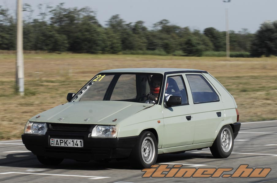 Skoda Favorit: 10 фото