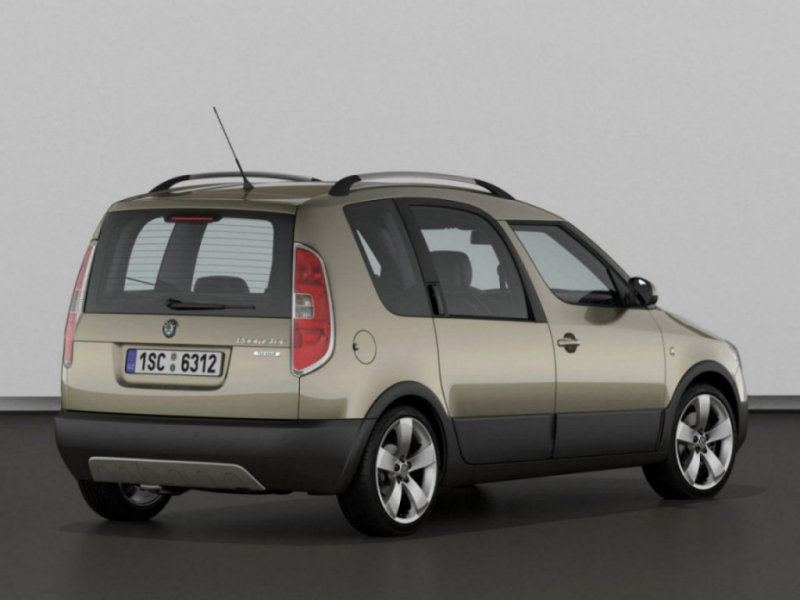 Skoda Roomster Scout: 11 фото