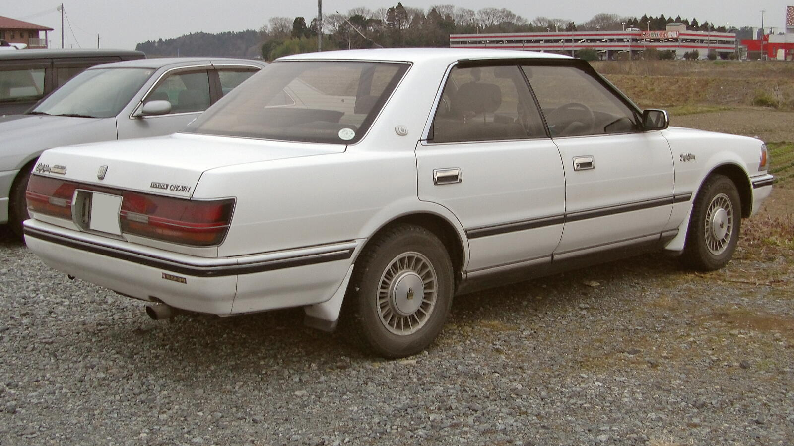 Toyota Crown S130: 3 фото