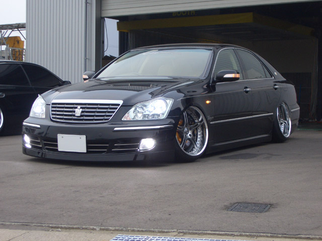 Toyota Crown: 04 фото