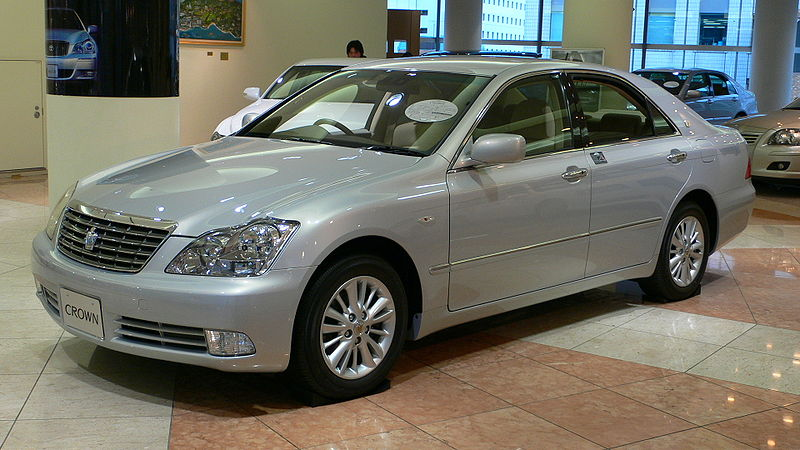Toyota Crown: 09 фото