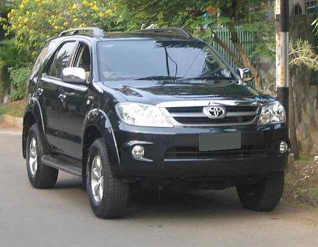 Toyota Fortuner: 2 фото
