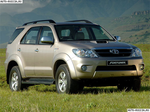 Toyota Fortuner: 4 фото
