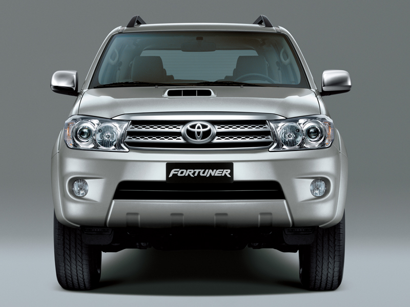Toyota Fortuner: 5 фото
