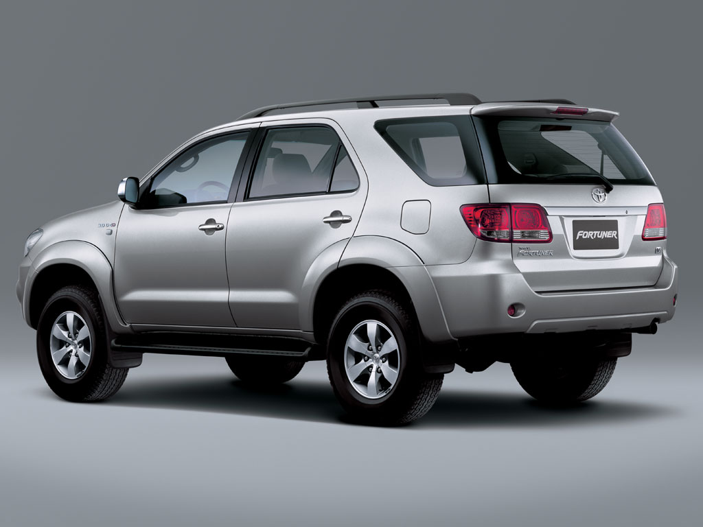 Toyota Fortuner: 10 фото