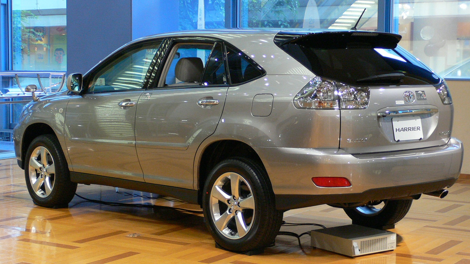 Toyota Harrier: 07 фото