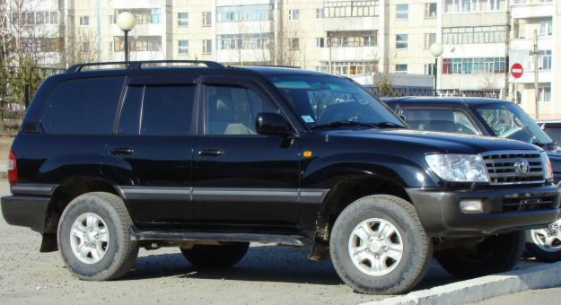 Toyota Land Cruiser 100: 8 фото