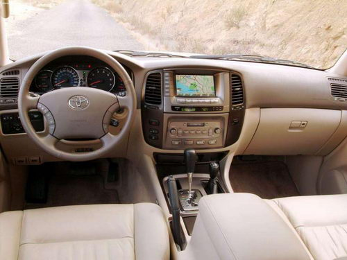 Toyota Land Cruiser 100: 10 фото
